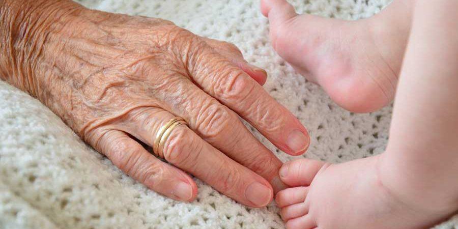 időskori ráncosodás és a hajritkulás