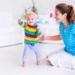 mozgásfejlődés - a baba széles terpeszben jár