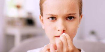 vérzik a gyerek orra
