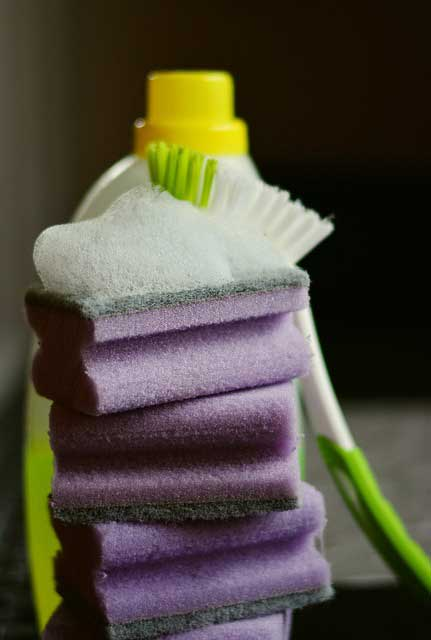 mosogatószivacs torony és mosogatókefe